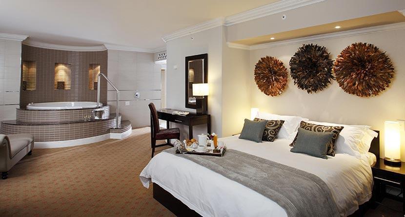 Heron-Suite--main-bedroom-and-bathroom-Presidential-Suite.jpg