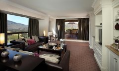 Flamingo-Suite-lounge-Presidential-Suite.jpg