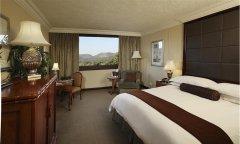 cascades-luxury-twin-bedroom1.jpg